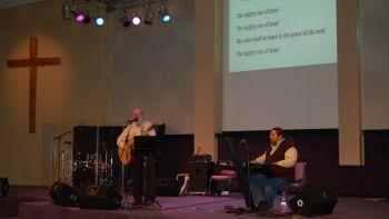 Marc en Michael tijdens de Worship