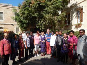 Een onverwachte ontmoeting in Jeruzalem met Ine Knoop, Marthen Su en anderen uit Papoea.