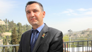 Sherzad Mamsani, de nieuw benoemde directeur van Koerdische Joodse Zaken in de Regionale Regering van Koerdistan (KRG), in Jeruzalem op 8 maart 2016 (Dov Lieber/ Times of Israel)